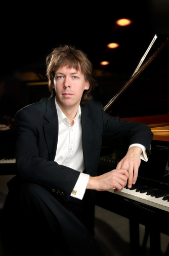 Pianist, Martin Sturfält