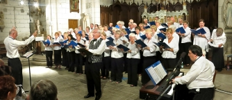 Plymouth Philharmonic Holiday Choir performing in France
