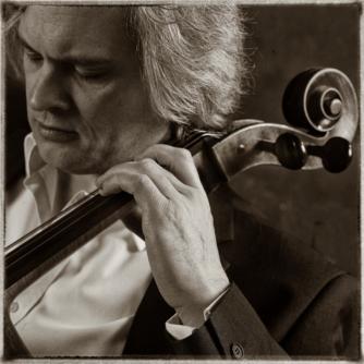 Julian Metzger (cello)