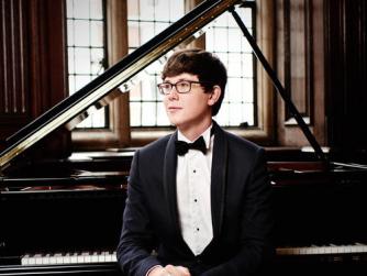 Martin James Bartlett, piano