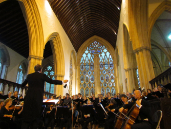 Hilary Davan Wetton conducts the Holst Orchestra