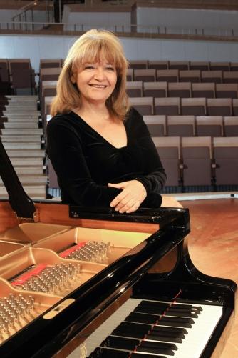 Idil Biret (piano)