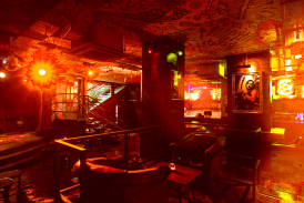 Sarah Daramy-Williams and Natalia Senior-Brown perform music by african composers and arrangements of african traditional songs in hoxton's hidden cabaret bar