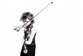 Fenella Humphreys playing the violin