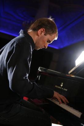 Steven Osborne (c) Benjamin Ealovega